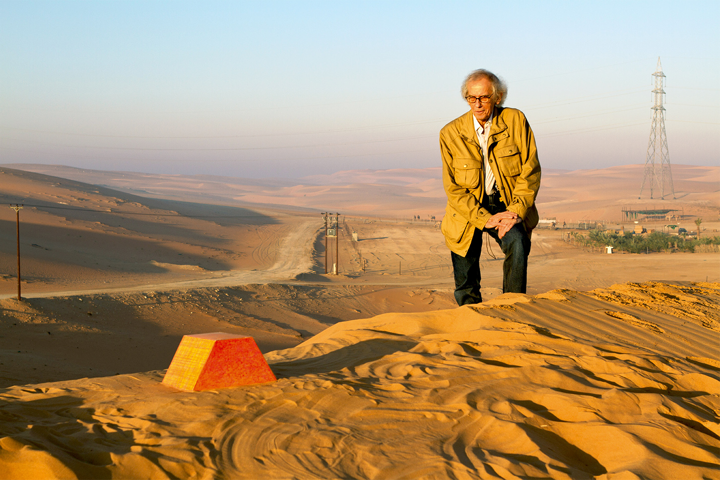 Christo during a scale model test at the proposed site of The Mastaba, November 2011, Photo: Wolfgang Volz, © 2011 Christo