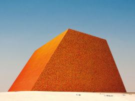 The Mastaba of Abu Dhabi (Project for United Arab Emirates), Photo: Wolfgang Volz, © 1979 Christo