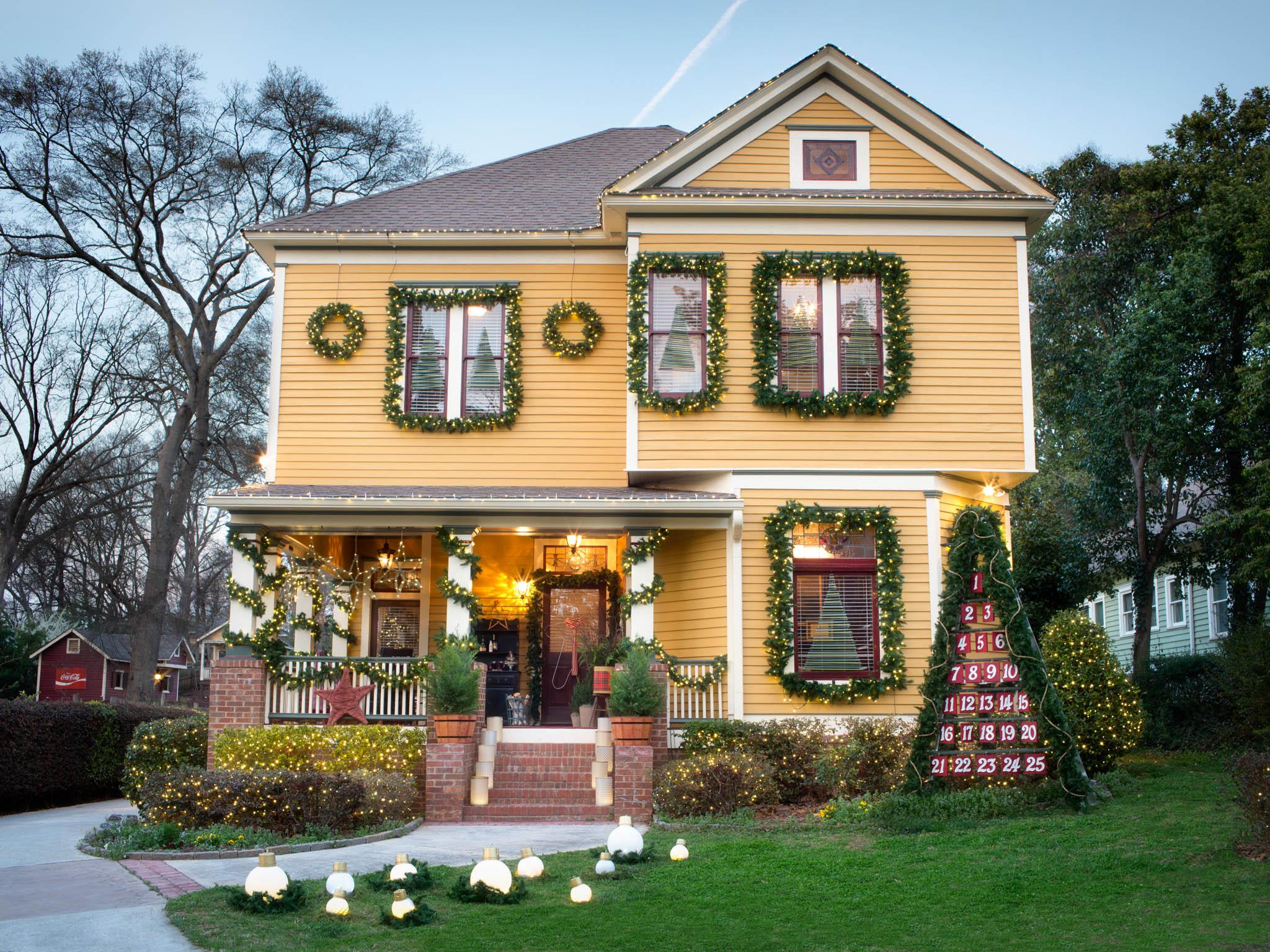 Classic Exterior Holiday Decorating Arcdog